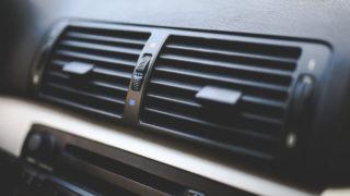 車の外気導入と内気循環の違いとは